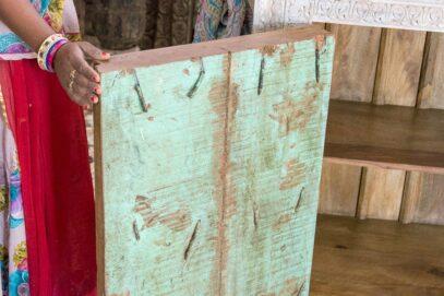Bielona komoda ze starymi drzwiczkami - Orange Tree meble indyjskie