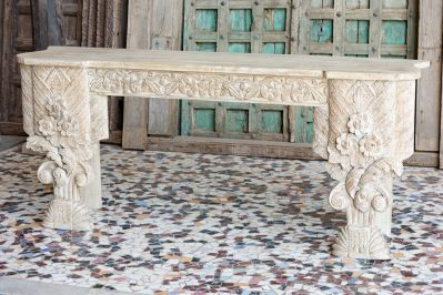 Bielona konsola z rzeźbieniami - meble indyjskie Orange Tree
