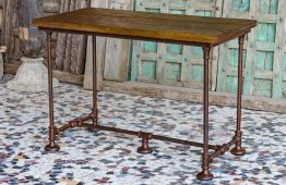 Loftowy stół z metalową podstawą - meble indyjskie Orange Tree