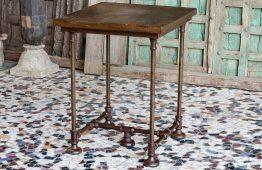 Loftowy stolik o jadalnej wysokości - metal i drewno ezgzotyczne - meble indyjskie Orange Tree