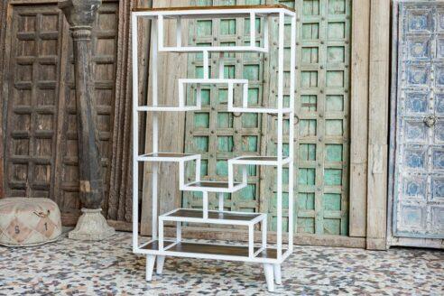 Metalowy regał z drewnianymi półkami - meble indyjskie Orange Tree
