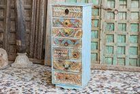 Kolorowa komoda z rzeźbionymi frontami szuflad - meble indyjskie Orange Tree