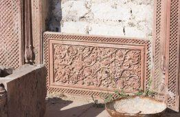 stara ściana z oknami z piaskowca - Orange Tree meble indyjskie