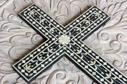Krzyż zdobiony kością - Orange Tree meble indyjskie