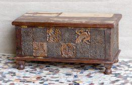 Skrzynia ze starymi stemplami - Orange Tree meble indyjskie