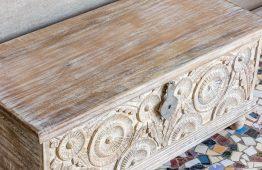 Bielony rzeźbiony kufer - Orange Tree meble indyjskie
