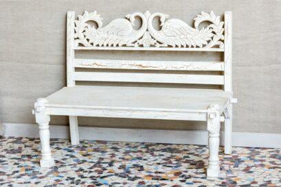 Rzeźbiona ławka z pawiami - Orange Tree meble indyjskie