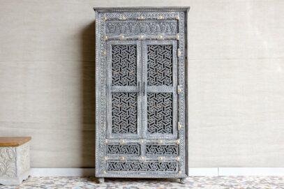 Szafa z ażurowo rzeźbionymi drzwiami - Orange Tree meble indyjskie