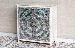 Bielona komoda z mandalą i lustrem - Orange Tree meble indyjskie