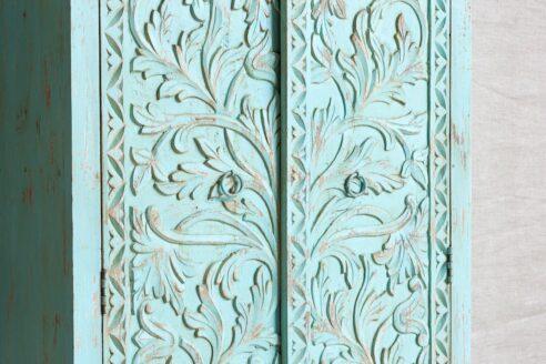 Miętowa szafa z rzeźbionymi drzwiami - Orange Tree meble indyjskie