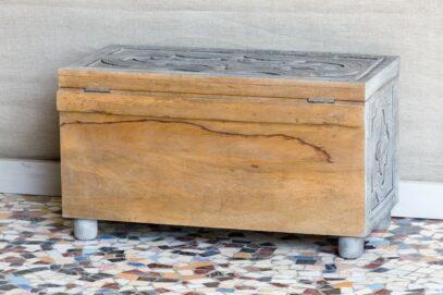 Rzeźbiony kufer z drewna mango - Orange Tree meble indyjskie