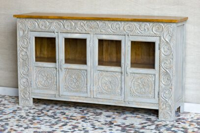 Rzeźbiona komoda z przeszklonymi drzwiczkami - Orange Tree meble indyjskie