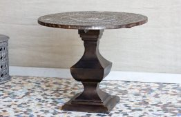 Okrągły stół z rzeźbionym blatem - Orange Tree meble indyjskie