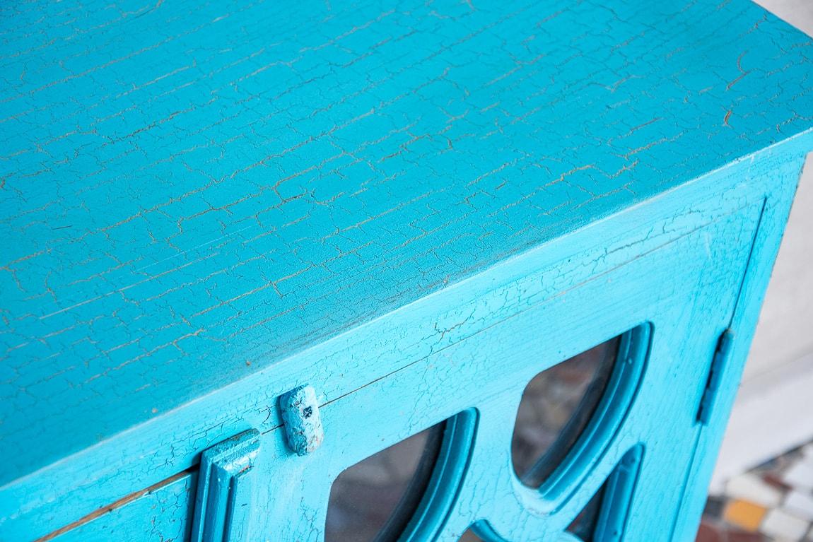 Niebieska przeszklona komódka - Orange Tree meble indyjskie