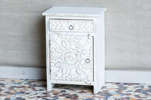 Bielona i rzeźbiona szafka nocna - Orange Tree meble indyjskie