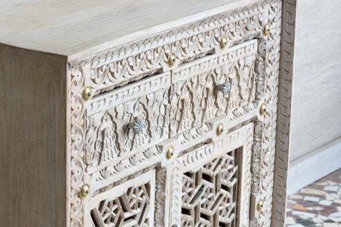 Bielona komoda z rzeźbionymi frontami - Orange Tree meble indyjskie