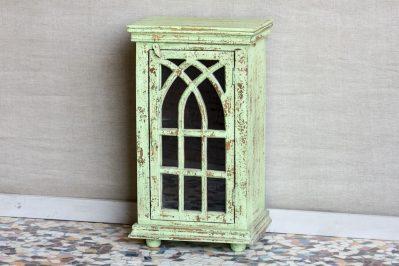 Gotycka szafka z przeszklonymi drzwiczkami - Orange Tree meble indyjskie