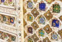 Komoda z płytami ceramicznymi i mosiądzem - Orange Tree meble indyjskie