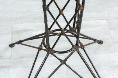 Wysoki okrągły stolik metalowy - Orange Tree meble indyjskie