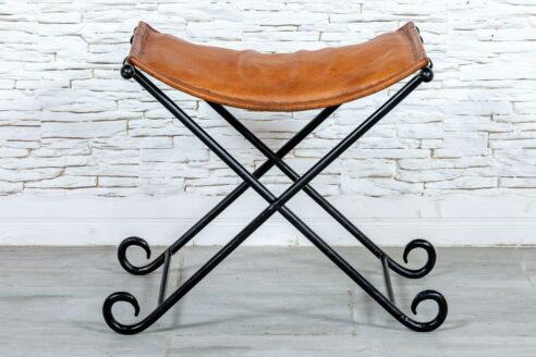 Składane krzesełko ze skórą - Orange Tree meble indyjskie