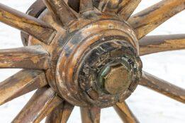 Stare koło z powozu bryczki - Orange Tree meble indyjskie