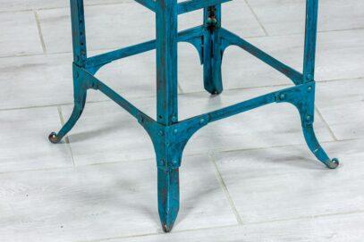 Niebieski industrialny hoker - Orange Tree meble indyjskie