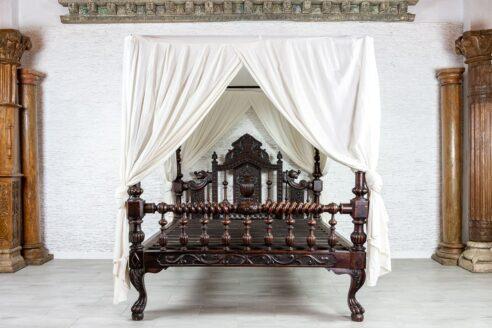 Antyczne łóżko z baldachimem - Orange Tree meble indyjskie