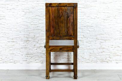 Brązowe krzesło z ćwiekami - Orange Tree meble indyjskie