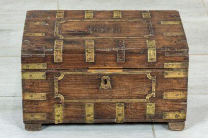 stary kuferek tekowy 1
