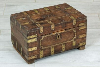 stary kuferek tekowy 2