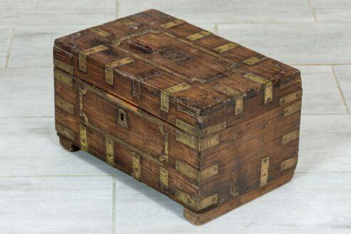 stary kuferek tekowy 3