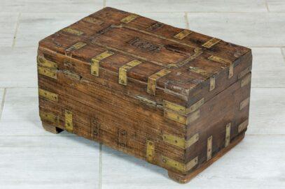stary kuferek tekowy 4