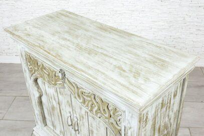 Złocona komoda z perskim łukiem 6