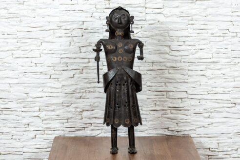 Figurka Hinduski z pochodnią 1