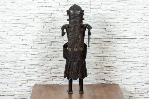 Figurka Hinduski z pochodnią 4