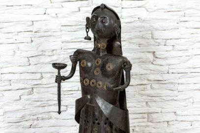 Figurka Hinduski z pochodnią 6