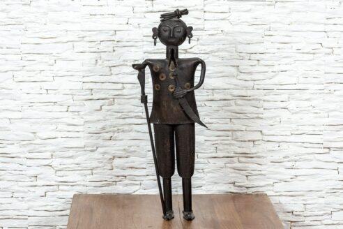 Figurka Hindusa z pochodnią – metaloplastyka 1