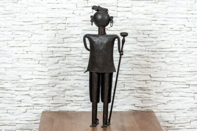 Figurka Hindusa z pochodnią – metaloplastyka 4
