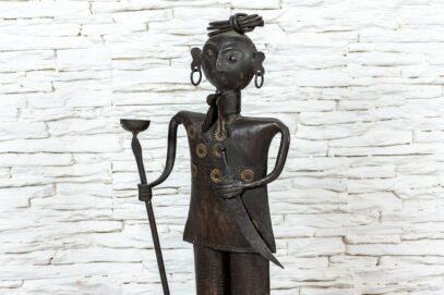 Figurka Hindusa z pochodnią – metaloplastyka 6