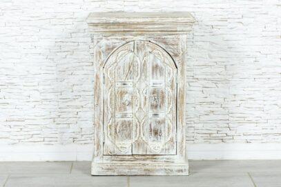 Bielona szafka z łukiem 1