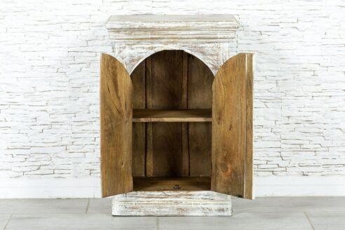Bielona szafka z łukiem 2