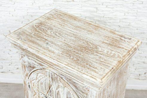 Bielona szafka z łukiem 5