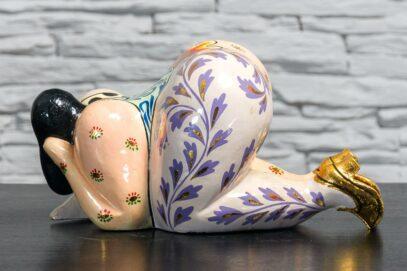 Figurka kobiety o obfitych kształtach 4
