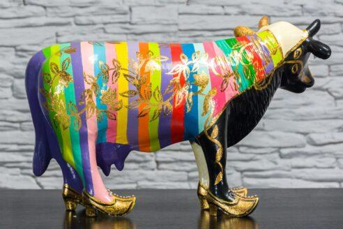 Krowa w tęczowe paski 4