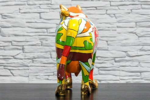 Krowa z kolorowym polem i domkiem 5