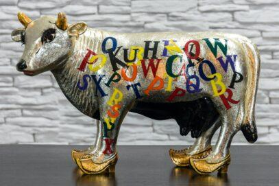 Srebrna krowa z alfabetem 1