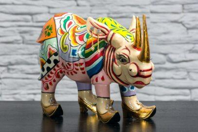 Nosorożec w złotych butach 2
