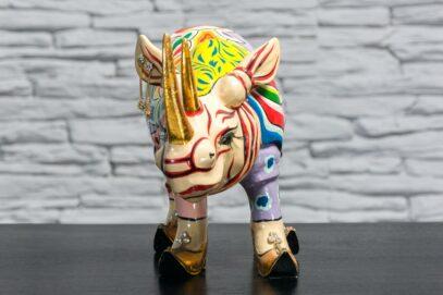 Nosorożec w złotych butach 3