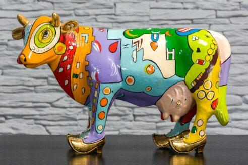 Kolorowa krowa z łąkami 1