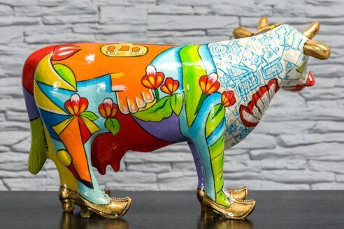 Kolorowa krowa z łąkami 4
